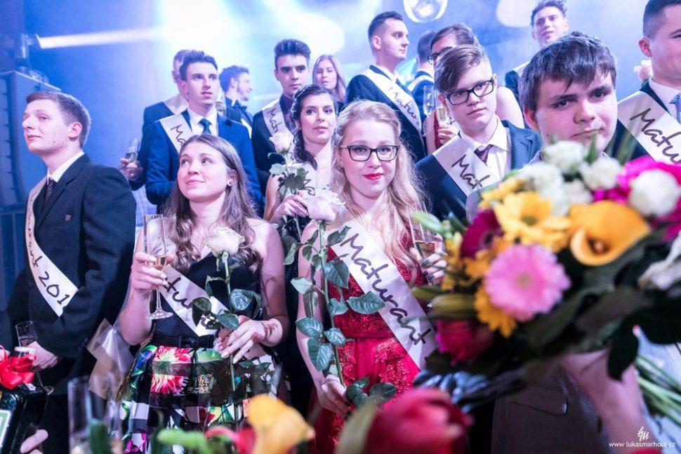 Maturitní sezónu roku 2018 úspěšně otevřel ples třídy P4B s tématem - KDO PŘEŽIJE