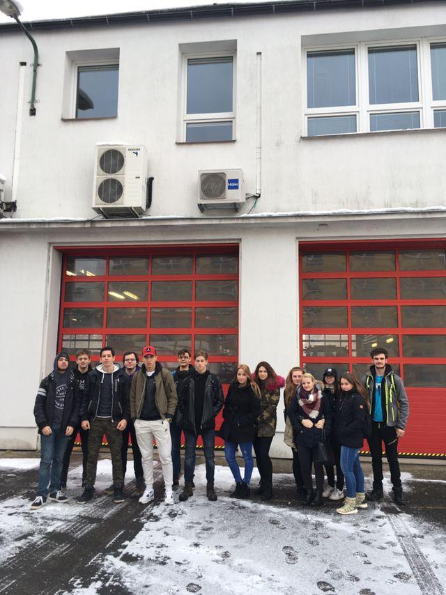 Euroškoláci mezi hasiči